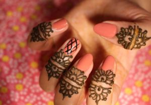 mehndi henna art on fingers