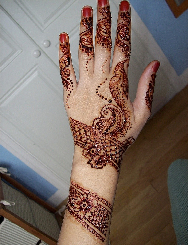 simple mehndi design for eid al adha
