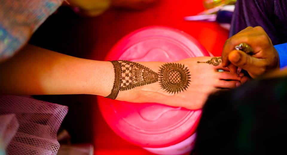 Jewellery-like-simple-mehendi-feet-design-idea