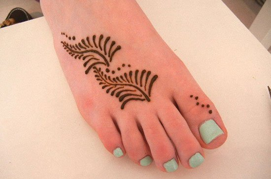Minimalistic-dots-and-lines kdis foot designs